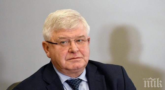 Министър Кирил Ананиев: Открихме още три лекарствени продукта, при които има разлики в цените по-големи от нормалните