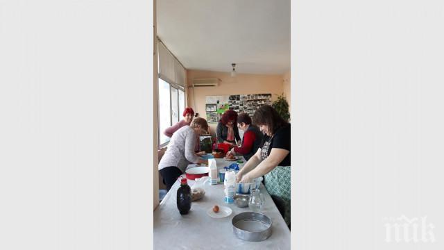ТРИКОВЕ В КУХНЯТА: Учим германците да свиват сармички