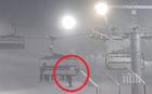 НА КОСЪМ: Дете увисна от лифта на Боровец, баща му го хвана на якето (ВИДЕО)