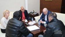 Гешев плътно до Борисов в кабинета му (СНИМКИ)