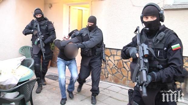 """Двама мъже и три жени са задържани за хероин в """"Столипиново"""""""