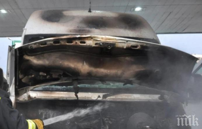 ОТ ПОСЛЕДНИТЕ МИНУТИ: Бус пламна в движение на пътя Пловдив-Пазарджик