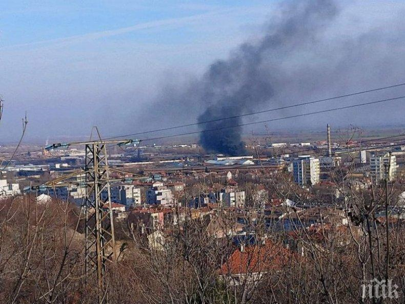 Пожар избухна в Индустриалната зона в Асеновград