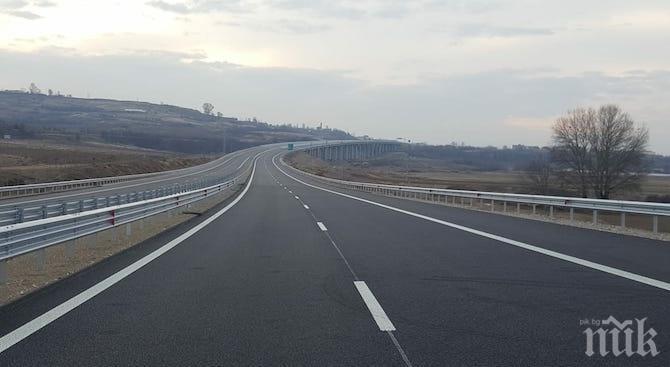 """Ограничават движението по магистрала """"Струма"""" заради оборудване на тол системата"""