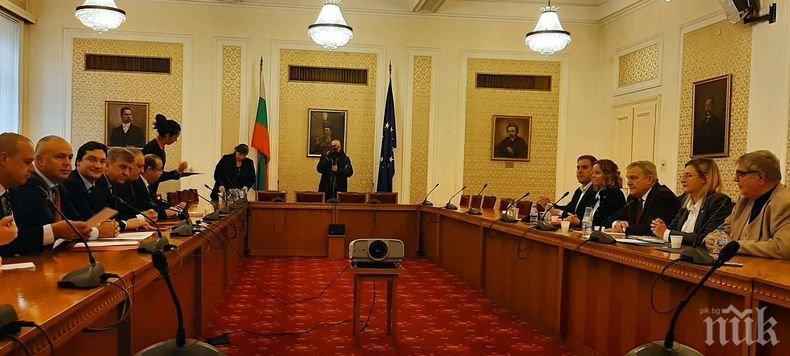 СТАРА СЛАВА: Корнелия Нинова вкара Румен Петков в парламента през задния вход