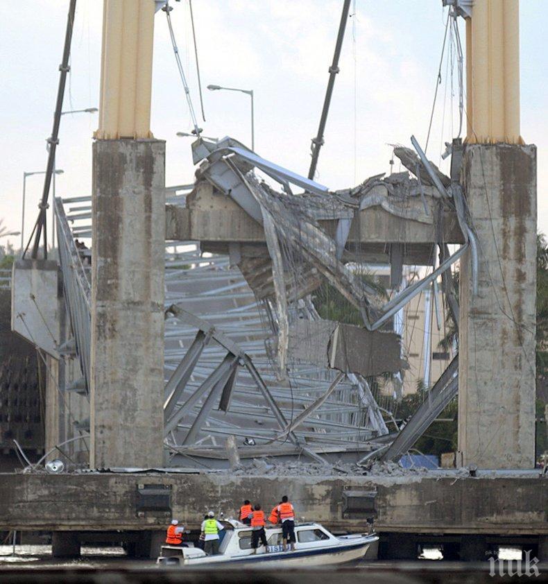 СРУТВАНЕ: Мост затрупа седем души в Индонезия