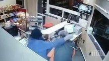 Бандит с противогаз и пистолет обра бензиностанция край Пловдив