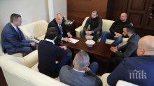 ИЗВЪНРЕДНО В ПИК TV! Борисов пред феновете на Левски: Вие трябва да държите акциите на клуба. Феновете: Не ни вълнуват частните проблеми и Закона за хазарта (ОБНОВЕНА)