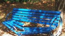Тийнейджъри трошиха пейки и чешми в парк