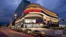 ЕКШЪН В ПИК: Евакуираха мол в София заради сигнал за бомба (ВИДЕО)