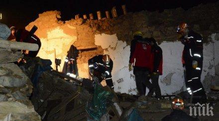 Ужас в Турция: Расте броят на жертвите на земетресението от 6.9 по Рихтер (СНИМКИ/ВИДЕО)