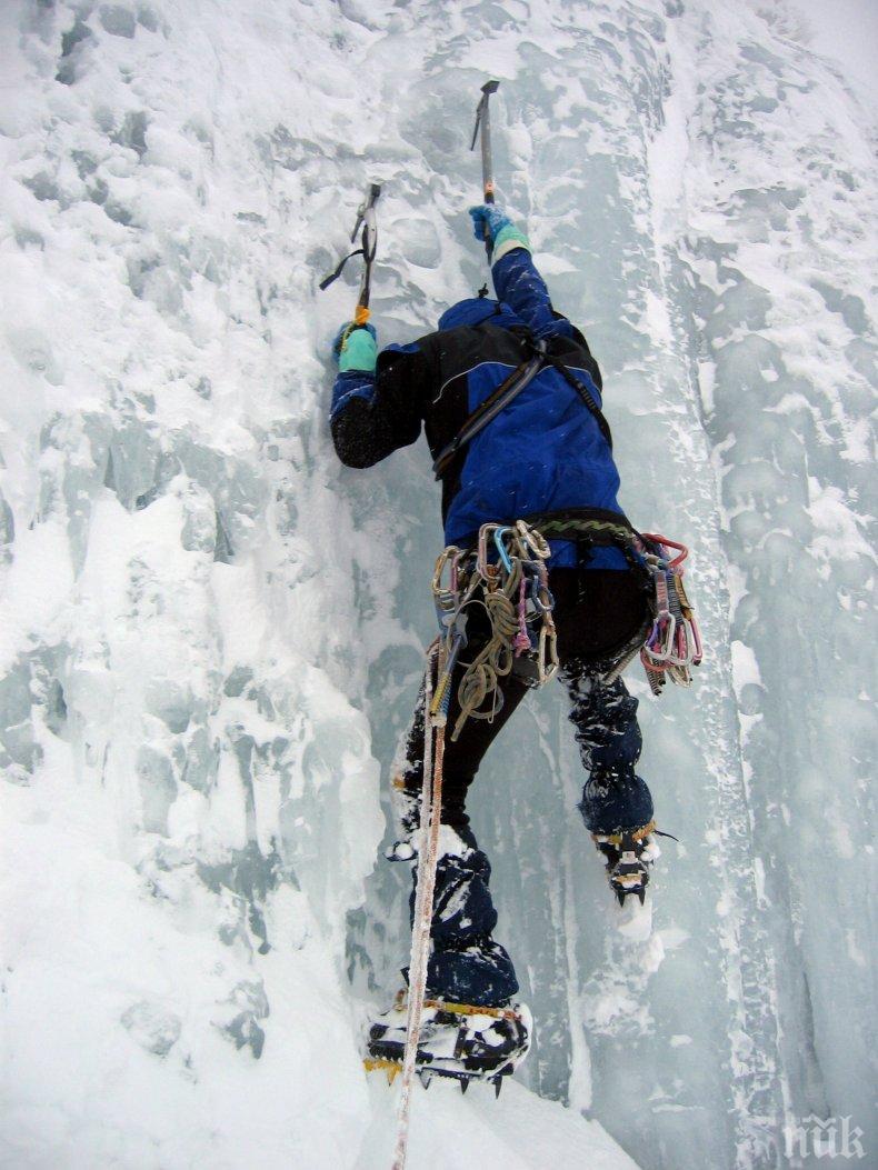 Алпинист падна от водопада Рилска Скакавица, потрошен е много
