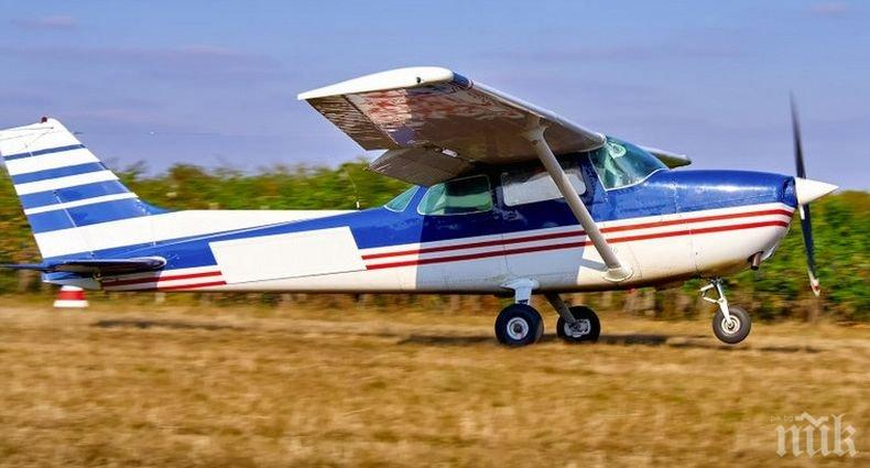 От последните минути: Малък самолет е паднал край русенско село. Има двама пострадали