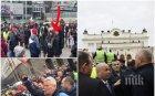 ПРОВОКАТОРИ НА МЕТЕЖА: Вижте младежа, който хвърлял бомбички сред тълпата (СНИМКА)