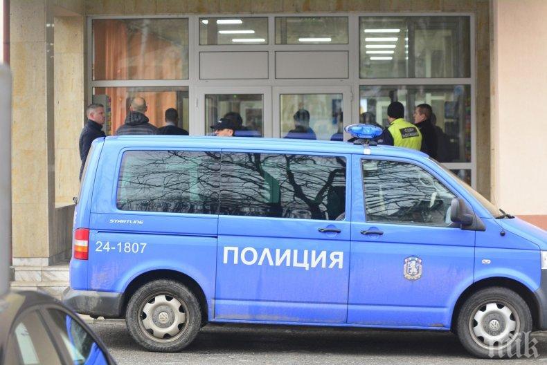 САМО В ПИК TV: Вижте покъртителни кадри на самоубиеца пред ДАНС (СНИМКИ 18+/ОБНОВЕНА)