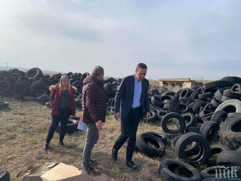 Кметът на Бургас с аларма до главния прокурор - откри незаконно депо за стари гуми до биорезерват
