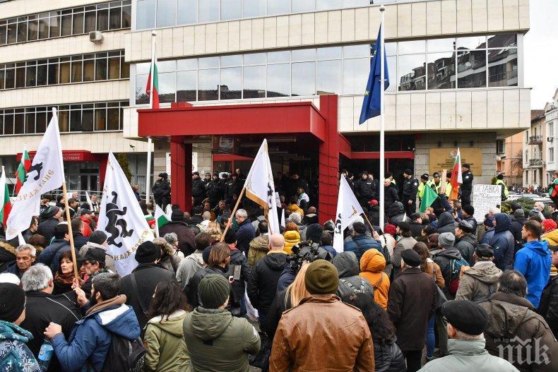 Пуснаха от ареста погромаджиите, ударили полицаи на протеста пред МРРБ
