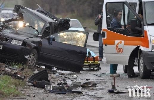 Мъж загуби живота си след жестока катастрофа между ТИР и кола край Лом