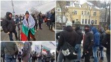 """ИЗВЪНРЕДНО В ПИК: Погромаджиите на Копейкин блокираха незаконно """"Орлов мост"""" и Софийския университет за часове! Маскираните провокатори останаха 20 човека и се разотидоха (СНИМКИ)"""