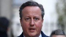 Охранителят на Камерън забравил в кенефа не само пистолета си, но и паспорта на бившия премиер