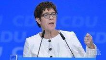 ХВЪРЛИ КЪРПАТА: Меркел остава без наследник – Анегрет се предаде