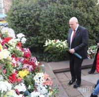 ПОЧИТ: Главният прокурор Иван Гешев и ръководството на прокуратурата се поклониха пред паметника на Васил Левски (СНИМКИ)