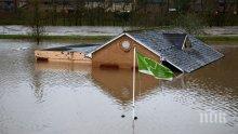 """Бурята """"Денис"""": В Западна Англия разчистват отломки след унищожителното бедствие, 20 хил. домакинства във Франция са без ток"""