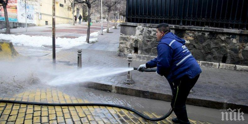 Чистят от наноси столичните улици и булеварди