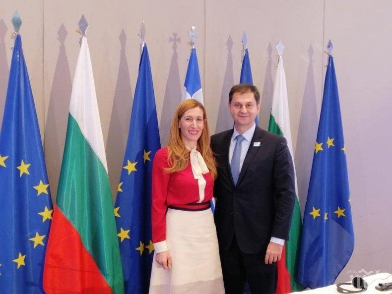 Министрите на туризма на България и на Гърция Николина Ангелкова и Хари Теохарис на работна среща в Александруполис
