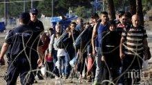 Гръцкото правителство иска спешно заседание на Съвета на външните министри заради ордите мигранти