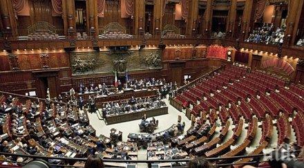 БЪРЗИ РЪЦЕ: Италианските депутати окрадоха дезинфектантите от тоалетните на парламента