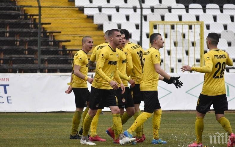 Футболистите на Ботев (Пд) спират с тренировките до 23 март