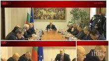 ПЪРВО В ПИК TV: Извънредна среща Радев-Борисов - президентът призна: Мерките дават резултат! Ген. Мутафчийски го отряза за бързите тестове (ВИДЕО/ОБНОВЕНА)