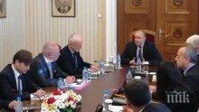 Вижте щаба на Румен Радев срещу кризата! Лаици съветват президента! Нямат хабер от икономика и финанси, а се срещат с бизнеса