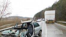 Тежка катастрофа край Варна, двама са загинали (ОБНОВЕНА/СНИМКА)