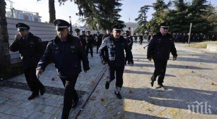 властите албания заплашват сълзотворен газ водни оръдия спазва полицейският час