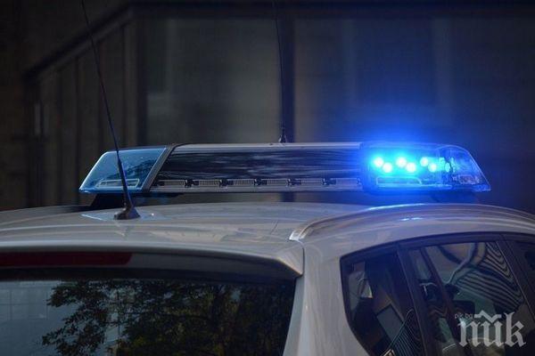 Бабаити в ареста след скандал на село - трима нападнали мъж в двора му, той пък потрошил кола
