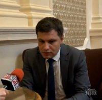 Александър Сиди попиля червените и Радев: Спрете се! Не е 9-и септември - кризата не е момент за евтин пиар