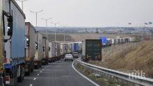 """СПЕШНО: Военно летище край Хасково става паркинг за тировете от """"Капитан Андреево"""""""