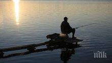 Сгащиха рибари в крачка - юрнали се на тумби да ловят риба без билети
