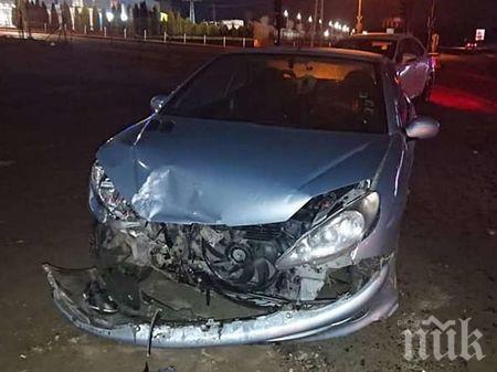 Шофьорка се разби в Пловдив, рани мъж