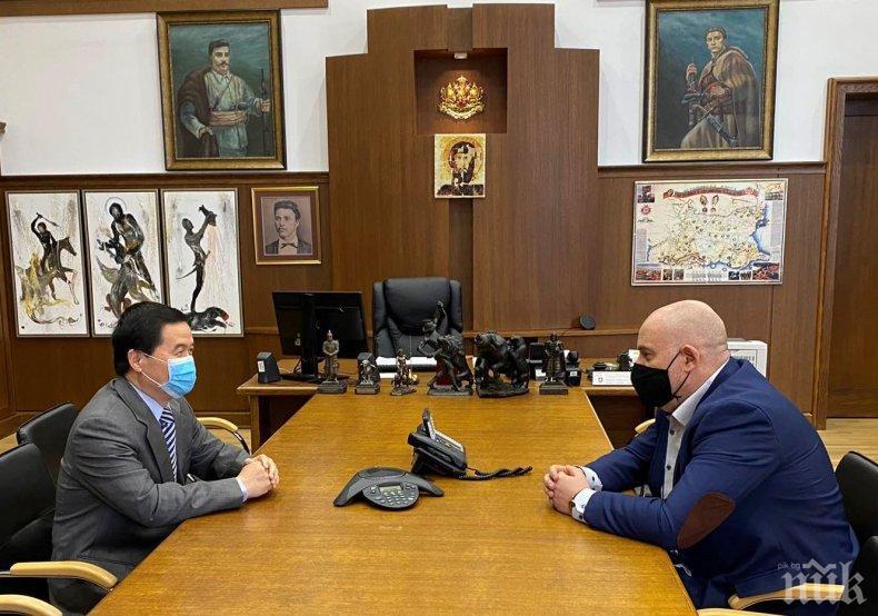 Главният прокурор Иван Гешев се срещна с посланика на Китай Дун Сяодзюн