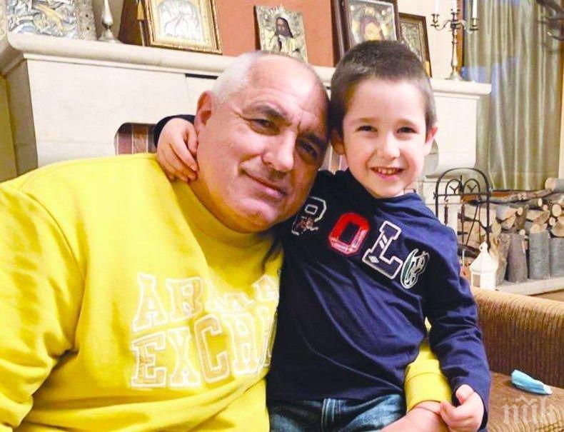 """САМО В ПИК И """"РЕТРО"""": Борисов разделен от внуците"""