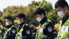 """СЛЕД ТРАГЕДИЯТА С КОРОНАВИРУСА! Китай замлъкна за три минути в почит на починалите """"мъченици"""" от заразата (СНИМКИ)"""