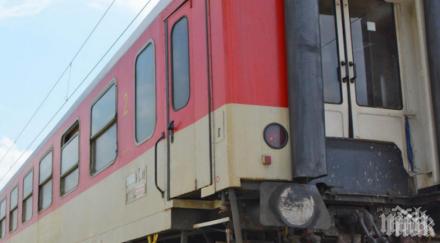СИГНАЛ ДО ПИК: БДЖ с опасна недомислица - непрегледани пътници щурмуват влаковете във Варна