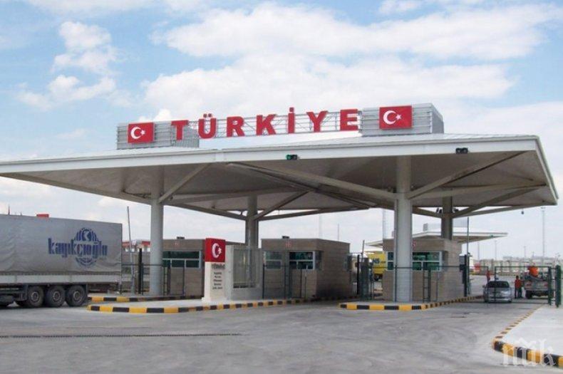 Турция ще тества всички кашлящи за коронавирус