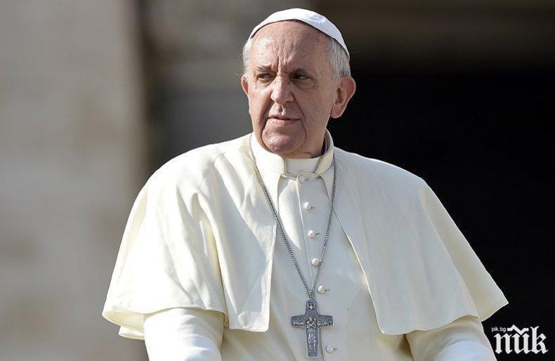 Папа Франциск отслужи онлайн литургия по повод Палмова неделя