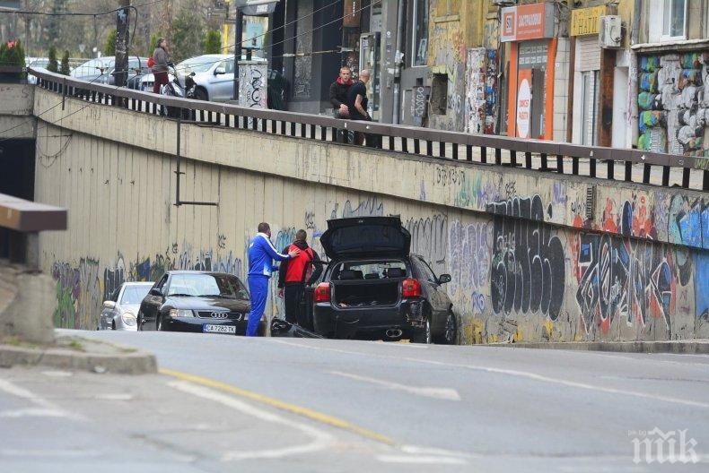 ПЪРВО В ПИК! Катастрофа в подлеза на НДК - кола зави в насрещното и се заби в стената (СНИМКИ)