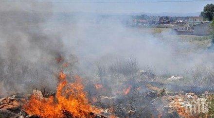 ИЗВЪНРЕДНО! Пламна сметището над Дупница (ОБНОВЕНА)