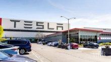 """Заводът на """"Тесла"""" в Калифорния подновява работа"""